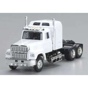Model Power   1/87 Ford 9000 Semi Truck Cab White HO