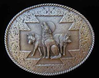 Beautiful minute detail on this Howling Wolf Pack belt buckle. The